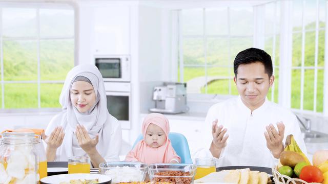 5 Hal Ini Dilarang Saat Makan dalam Islam, Apa Saja?